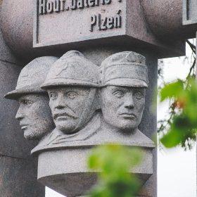pamätník pri badíne