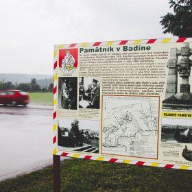 pamätník pri badíne - tabuľa